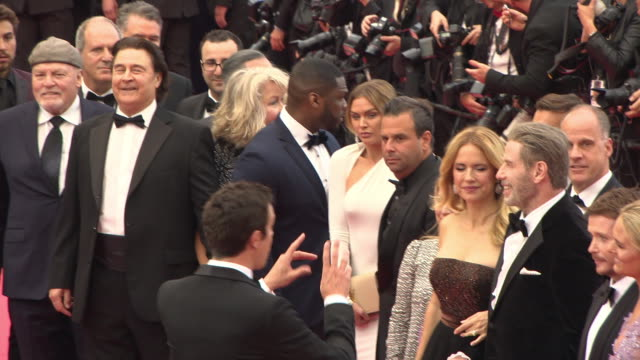 vídeos y material grabado en eventos de stock de kevin connolly john gotti jr 50 cent john travolta kelly preston at 'solo a star wars story' red carpet arrivals the 71st annual cannes film festival... - kelly preston