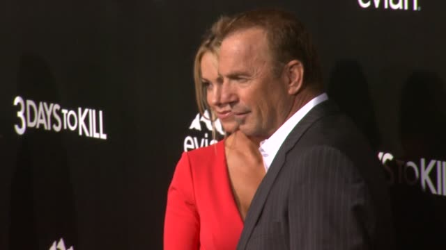 """kevin costner and christine baumgartner at """"3 days to kill"""" los angeles premiere at arclight cinemas on in hollywood, california. - arclight cinemas hollywood stock-videos und b-roll-filmmaterial"""