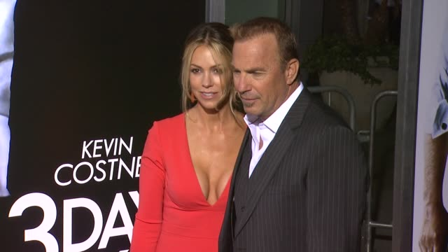 stockvideo's en b-roll-footage met kevin costner and christine baumgartner at 3 days to kill los angeles premiere at arclight cinemas on in hollywood california - kevin costner