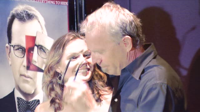 stockvideo's en b-roll-footage met kevin costner and guest at the special new york screening of 'mr brooks' premiere at the tribeca grand hotel in new york new york on may 29 2007 - kevin costner