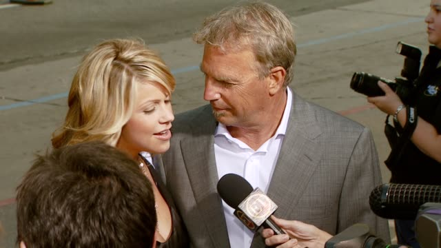 stockvideo's en b-roll-footage met kevin costner and wife christine at the 'mr brooks' los angeles premiere at grauman's chinese theatre in hollywood california on may 22 2007 - kevin costner