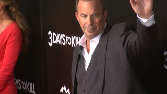stockvideo's en b-roll-footage met kevin costner at 3 days to kill los angeles premiere at arclight cinemas on in hollywood california - kevin costner