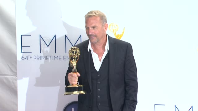 kevin costner at 64th primetime emmy awards photo room on 9/23/12 in los angeles ca - kevin costner stock videos & royalty-free footage