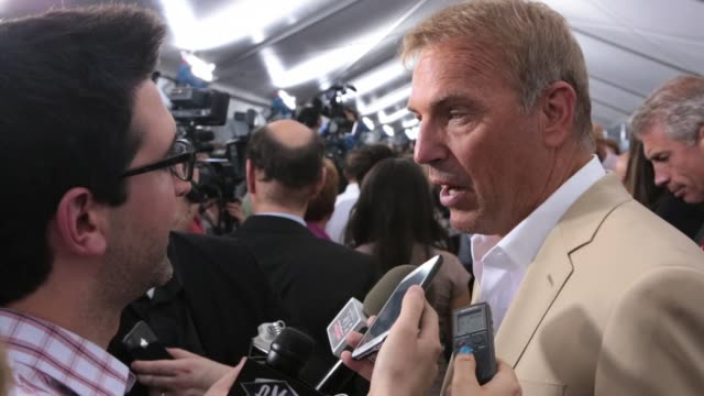 stockvideo's en b-roll-footage met kevin costner at man of steel world premiere arrivals at alice tully hall lincoln center on june 10 2013 in new york new york - kevin costner