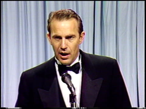 stockvideo's en b-roll-footage met kevin costner at the 1991 academy awards at the shrine auditorium in los angeles california on march 25 1991 - kevin costner
