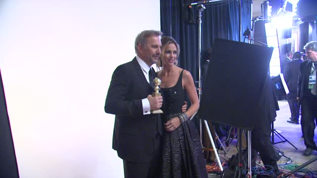 stockvideo's en b-roll-footage met kevin costner at the 70th annual golden globe awards backstage in beverly hills ca on 1/13/13 - kevin costner