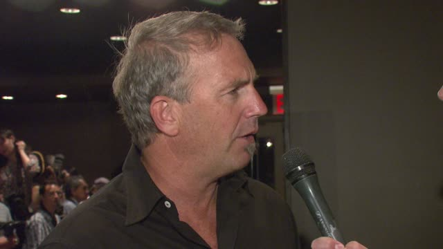 stockvideo's en b-roll-footage met kevin costner at the special new york screening of 'mr brooks' premiere at the tribeca grand hotel in new york new york on may 29 2007 - kevin costner