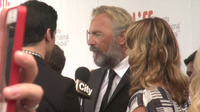 "vídeos de stock, filmes e b-roll de kevin costner - ""black and white"" premiere - 2014 toronto international film festival at roy thomson hall on september 06, 2014 in toronto, canada. - festival de cinema de toronto"