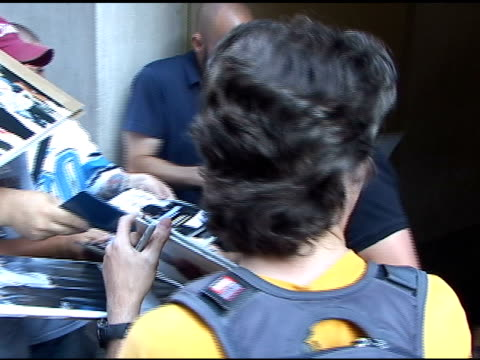 kevin dillon signs autographs for fans as he departs the 'today show' in new york 07/19/11 - autogramm stock-videos und b-roll-filmmaterial