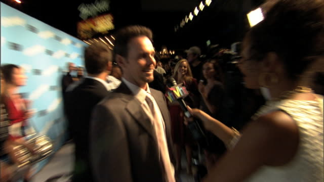 HD Kevin Dillon standing on carpet outside Ziegfeld Theater talking to VH1 reporter press