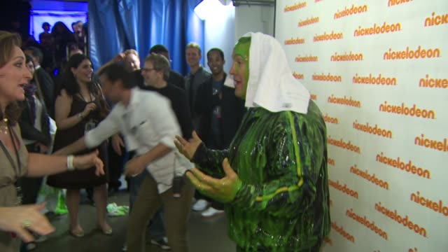 kevin james at the nickelodeon's 23rd annual kids' choice awards - backstage at los angeles ca. - nickelodeon stock videos & royalty-free footage