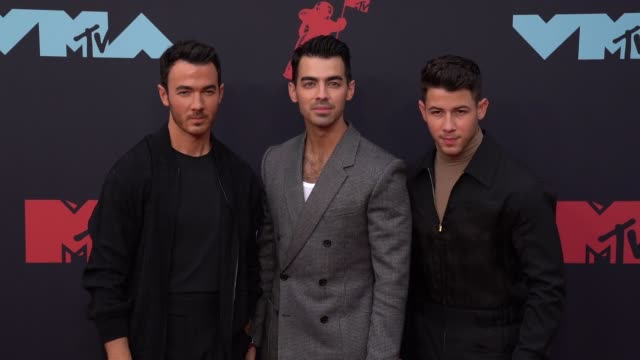 vídeos de stock e filmes b-roll de kevin jonas joe jonas and nick jonas at 2019 mtv video music awards at prudential center on august 26 2019 in newark new jersey - mtv1