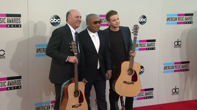 kevin o'leary and daymond john arrive at the 2013 american music awards arrivals - 2013 american music awards stock videos & royalty-free footage