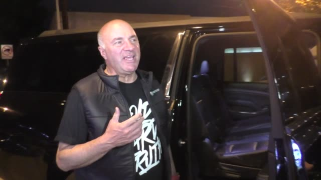 kevin o'leary shares his thoughts on o.j. simpson rejoining twitter outside craig's restaurant in west hollywood in celebrity sightings in los... - o・j・シンプソン点の映像素材/bロール