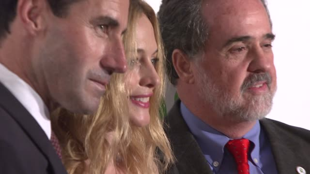 kevin o'malley heather graham and guest at the oxfam event honoring sean penn and emile hirsch for 'into the wild' hosted by esquire magazine at... - esquire magazine stock videos & royalty-free footage