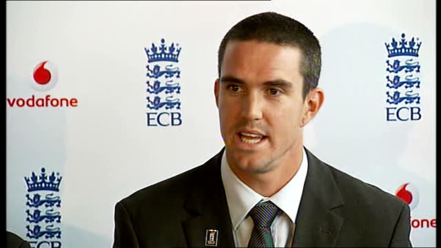 kevin pietersen appointed england captain; pietersen press conference sot - crux of meeting was to determine where him and moores can take... - クリケット選手点の映像素材/bロール