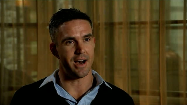 kevin pietersen launches autobiography england manchester kevin pietersen interview sot it's not about the way the cricket was / it's the environment... - biographie stock-videos und b-roll-filmmaterial