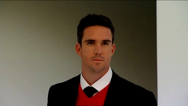 kevin pietersen launches autobiography r29090909 / 2992009 pietersen photocall in front of brylcreem posters lords pietersen stretching during... - biographie stock-videos und b-roll-filmmaterial