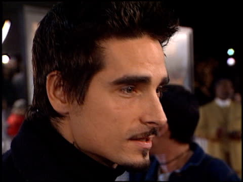 kevin richardson at the 'any given sunday' premiere on december 16, 1999. - 1999 stock-videos und b-roll-filmmaterial