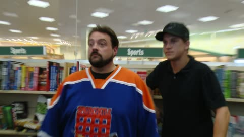 """kevin smith and jason mewes at kevin smith book signing for """"jay & silent bob's blueprints for destroying everything"""" at barnes & noble bookstore at... - the grove los angeles stock videos & royalty-free footage"""
