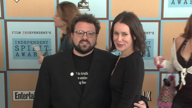 kevin smith and wife jennifer schwalbach smith at the the 21st annual ifp independent spirit awards in santa monica california on march 4 2006 - ifp independent spirit awards stock videos and b-roll footage
