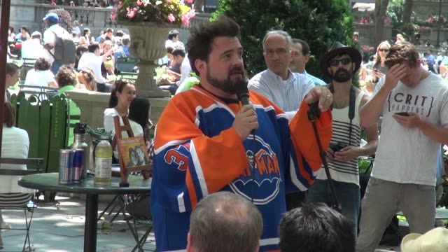 """kevin smith answers a question about """"the one thing he wished he knew looking back,"""" bryant park - celebrity sightings in new york on july 30, 2014... - bryant park stock videos & royalty-free footage"""