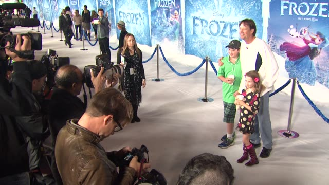 vídeos de stock, filmes e b-roll de kevin sorbo at walt disney animation studios'frozen los angeles premiere in hollywood ca on - walt disney animation studios