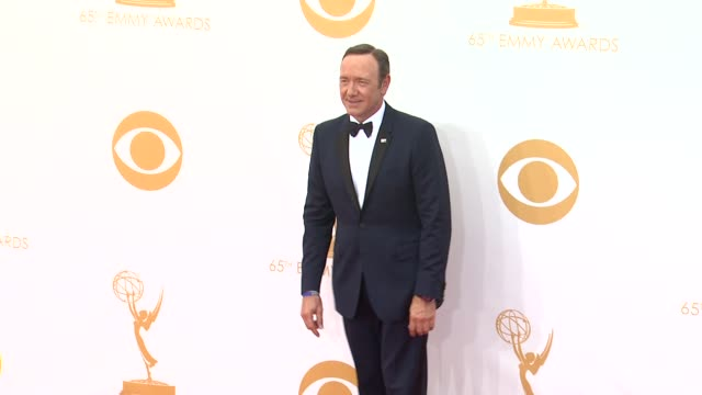 kevin spacey at the 65th annual primetime emmy awards arrivals in los angeles ca on 9/22/13 - annual primetime emmy awards stock-videos und b-roll-filmmaterial