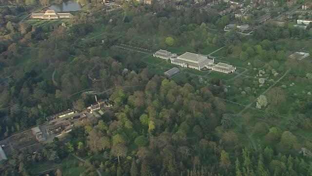 aerial kew gardens - キュー点の映像素材/bロール