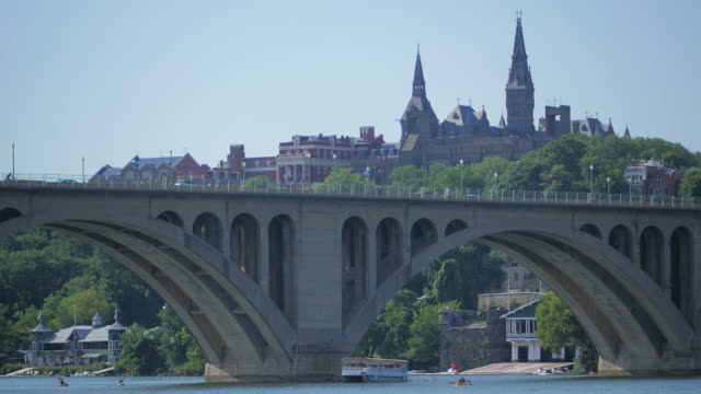 stockvideo's en b-roll-footage met key bridge / georgetown university - pennsylvania avenue