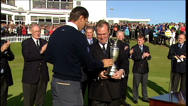 lancashire southport royal birkdale ext padraig harrington holds aloft claret jug after winning open - イングランド サウスポート点の映像素材/bロール