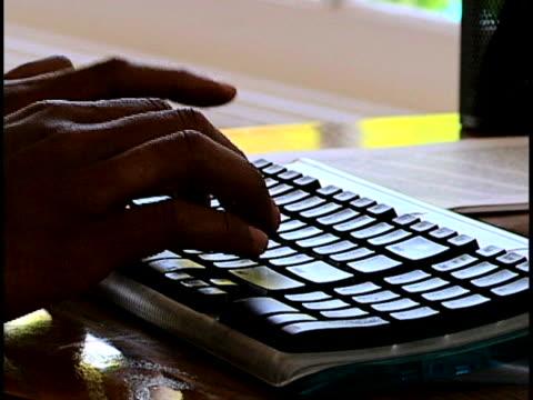 keyboarding - dito umano video stock e b–roll
