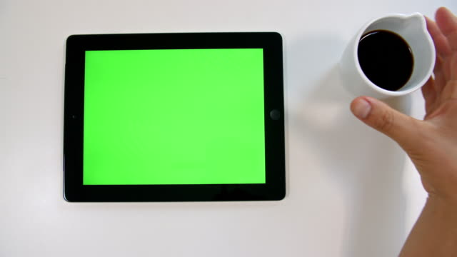 stockvideo's en b-roll-footage met 4k keying: tablet apparaat - table top view