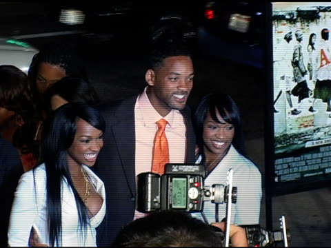 stockvideo's en b-roll-footage met khadijah haqq, will smith and malika haqq at the 'atl' los angeles premiere at grauman's chinese theatre in hollywood, california on march 30, 2006. - tcl chinese theatre