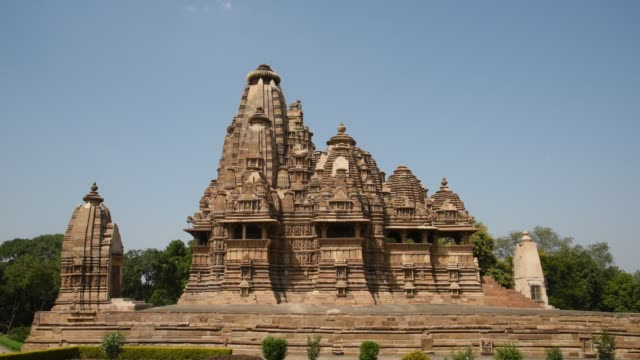 khajuraho temple, india, unesco world heritage site. - gesellschaftsgeschichte stock-videos und b-roll-filmmaterial