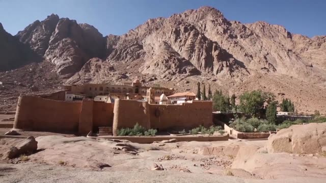 khaled fouda the south sinai governor delivers a message to the world calling for tourists to return during the international peace forum at the... - sinai egitto video stock e b–roll