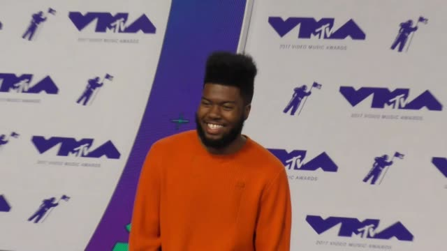 khalid at the 2017 mtv video music awards at the forum on august 27 2017 in inglewood california - inglewood video stock e b–roll