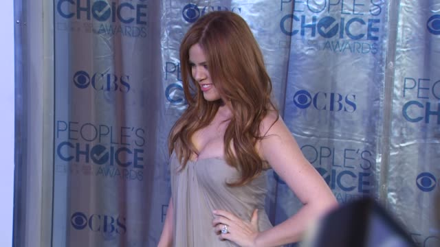vídeos y material grabado en eventos de stock de khloe kardashian at the 2011 people's choice awards - arrivals at los angeles ca. - people's choice awards