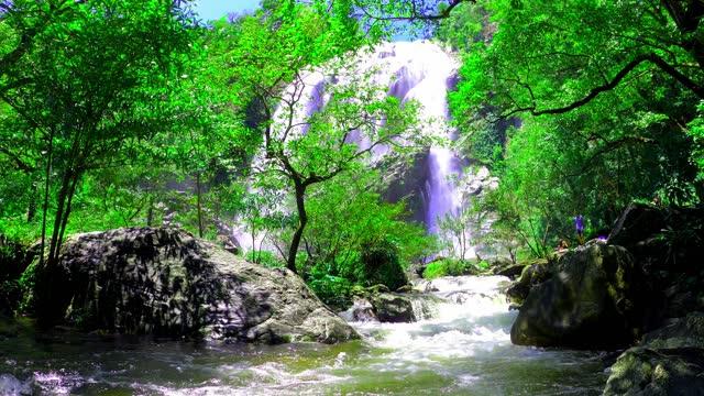 khlong lan waterfall in kamphaeng phet in thailand - 鳥海山点の映像素材/bロール