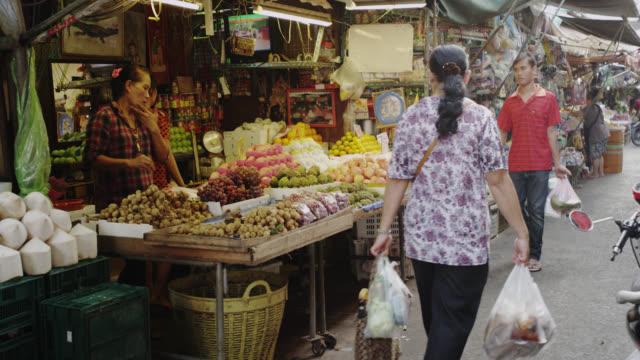 khlong toei talat wet market - thailand stock videos & royalty-free footage