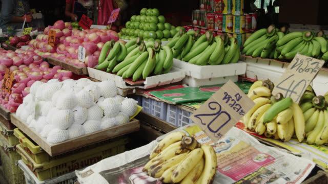 khlong toei talat wet market - wet wet wet stock videos & royalty-free footage