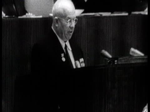 vídeos de stock, filmes e b-roll de khrushchev giving speech about collective farms / russia, audio - 1956
