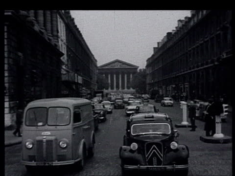 vídeos de stock, filmes e b-roll de khrushchev in france the paris summit aer view of paris eiffel tower pov driving through paris from madeleine to concorde citroen 2cv cars parked... - 1960
