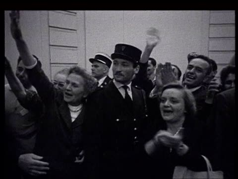 vidéos et rushes de khrushchev in france the paris summit khrushchev meeting at the soviet embassy with old women representatives of the world women's conference that... - 1960
