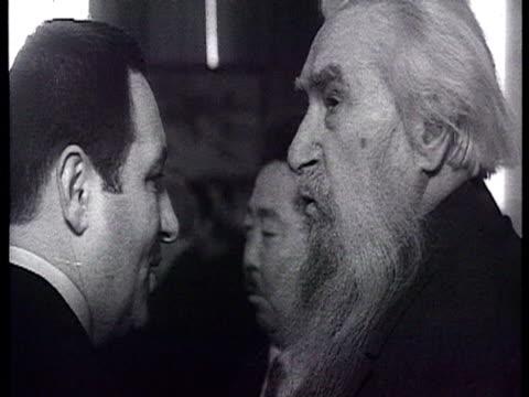 khrushchev, mikoyan, suslov, brezhnev, gromyko in banquet at big reception with writer mikhail sholokhov, poet yevgeny yevtushenko , tvardovsky,... - leonid brezhnev bildbanksvideor och videomaterial från bakom kulisserna