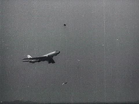 ws khrushchev's plane in flight audio / beijing pekin peking beijing china - anno 1958 video stock e b–roll