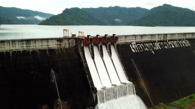 stockvideo's en b-roll-footage met khun dan prakan chon dam in nakhon nayok, thailand - dam mens gemaakte bouwwerken