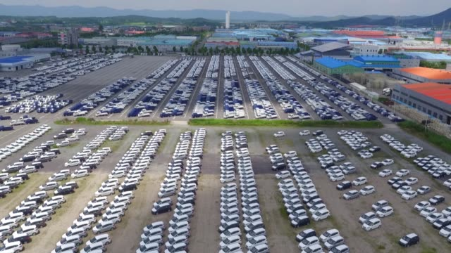 kia motors corp. vehicles sit parked in this aerial video taken above the company's delivery center in gwangju, south korea, on friday, july 8, 2016 - automobilindustrie stock-videos und b-roll-filmmaterial
