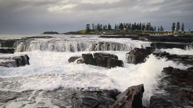 kiama surf, coastal beach of nsw, australia - audio available stock videos & royalty-free footage