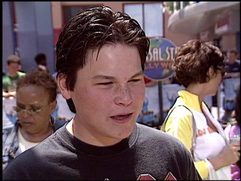 kicking and screaming premiere at the 'kicking and screaming' premiere at universal citywalk in universal city, california on may 1, 2005. - ユニバーサルシティ点の映像素材/bロール